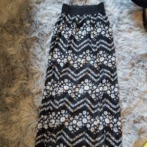 Dresses & Skirts - Black & White Daisy Maxi Skirt with Slits